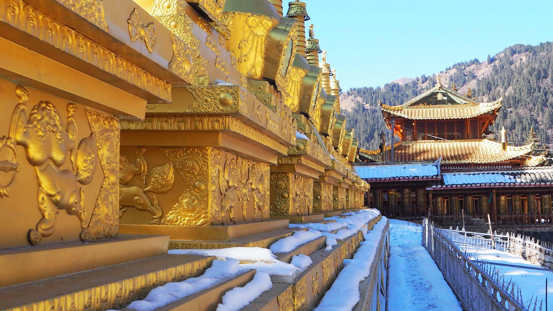 Adventure Access Songpan Sichuan Snowy_Stupas