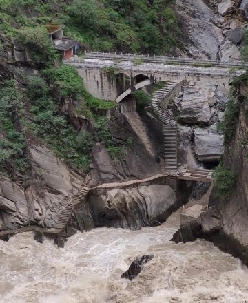 Tiger Leaping Gorge Trekking – Lijiang, Yunnan