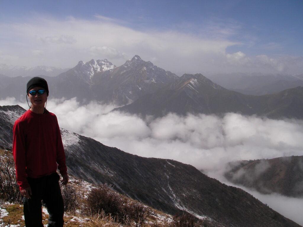 Jiuzhaigou mountains adventure access