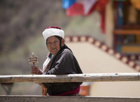 Jiuzhaigou woman adventure access
